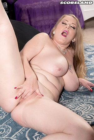 Desiree - Solo Big Tits photos