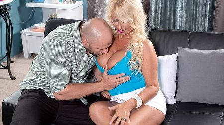 Annellise Croft - XXX MILF video