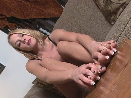 Sydney Silver - Solo Feet video