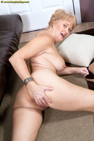 Tracy Licks - Solo MILF photos