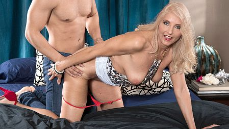 Chery Leigh - XXX MILF video