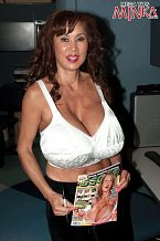 Minka - Solo MILF photos