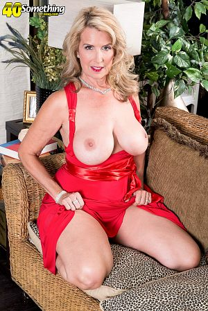 Laura Layne - Solo MILF photos