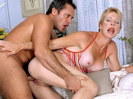 Blast from the past: deep-throat MILF Helena