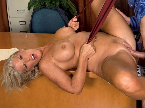 Charley Rose loves hung juries
