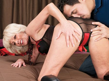 Eve Bannon - XXX MILF video