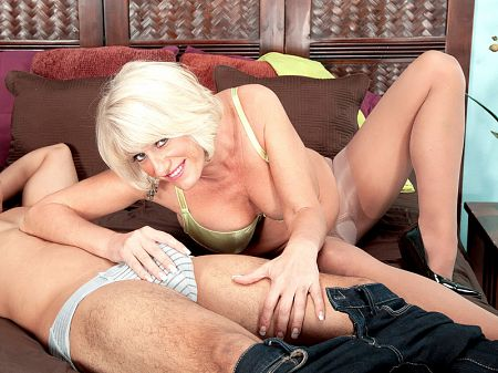Desire Collins - XXX MILF video