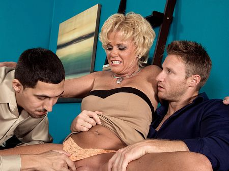 Trixie Blu - XXX MILF video