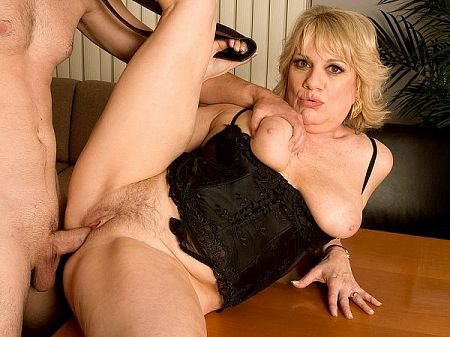 Sindy - XXX MILF video