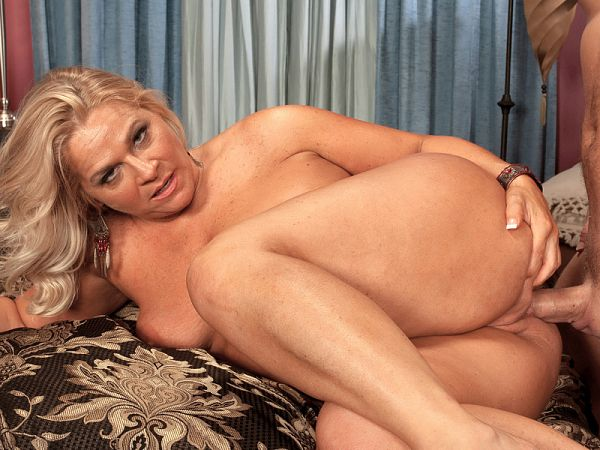 Ass-fucked Chloe turns her hubby into a cuckold