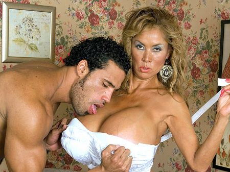 Minka - XXX MILF video