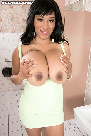Danni Lynne - Solo Big Tits photos