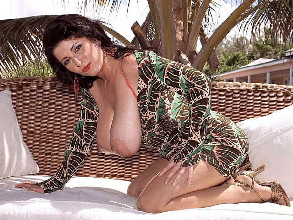 Natalie Fiore: Naughty in Nassau
