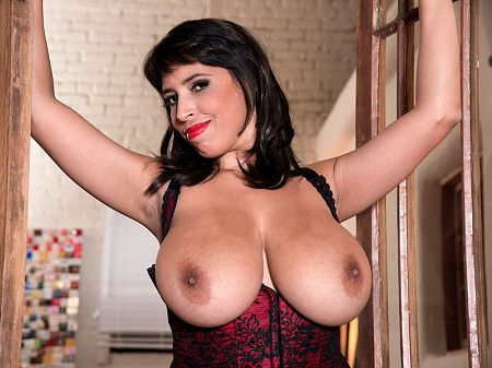 Elle Flynn - Solo Big Tits video