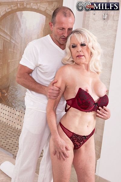 Lady S - XXX Granny photos