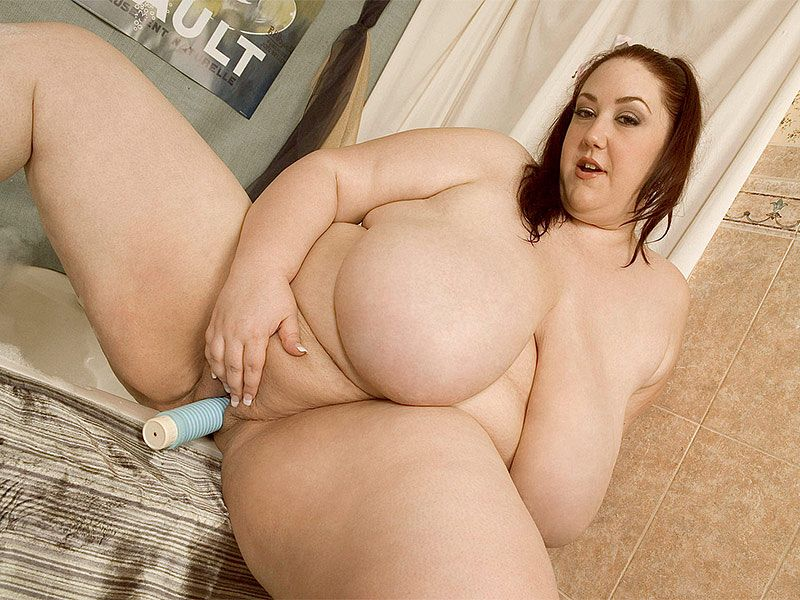 bbw-monique-naked