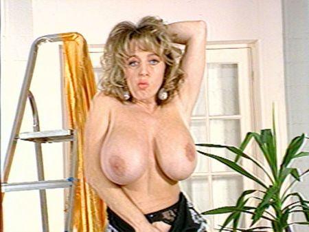 Debbie Jordan - Solo Big Tits video