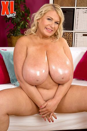 Samantha Sanders - Solo BBW photos