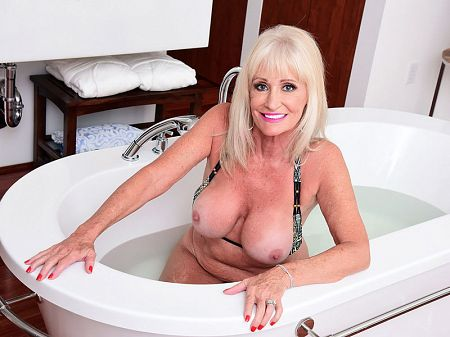 Leah L'Amour - Solo Granny video
