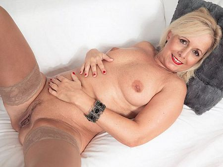 Coco de Marq - Solo MILF video