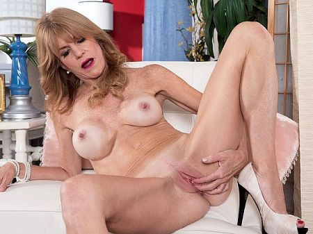 Denise Day - Solo MILF video