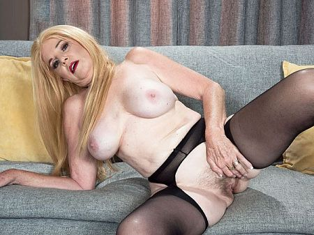 Charlie - Solo MILF video