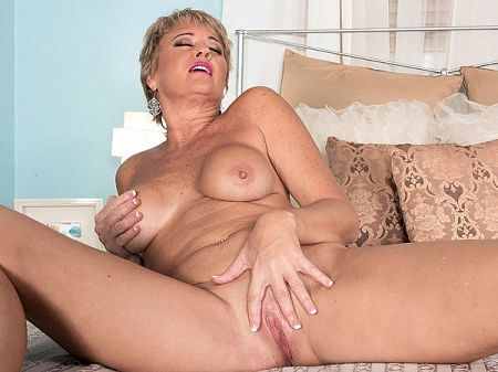 Tracy Licks - Solo MILF video
