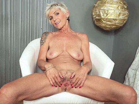 Nicol Mandorla - Solo MILF video