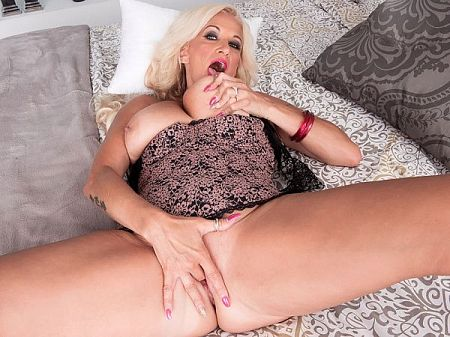 Brooklynn Rayne - Solo MILF video