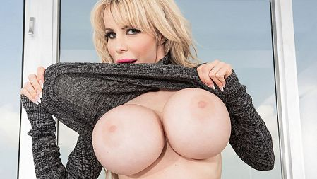 Danielle Derek - Solo Big Tits video