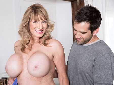 Roxy Royce - XXX MILF video