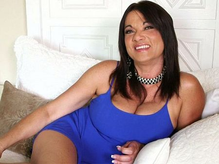 Betty Boobs - Interview MILF video