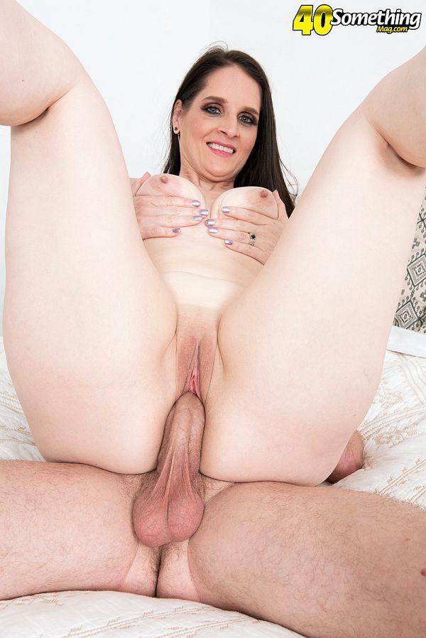 A big MILF ass that deserves anal