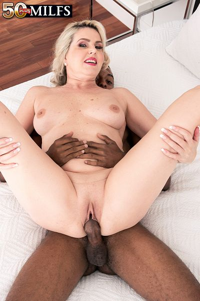 Velvet Skye - XXX MILF photos
