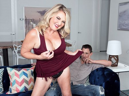 Daylynn Thomas - XXX MILF video