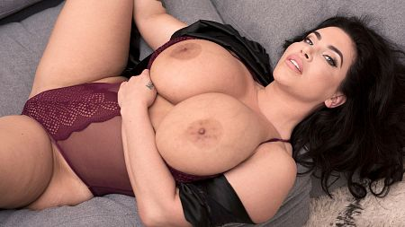 Korina Kova - Solo video