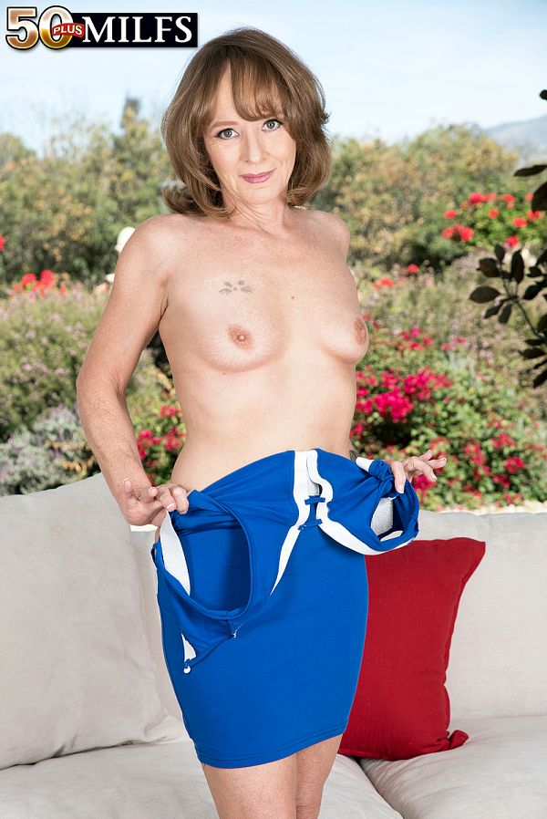 First look at new MILF Cyndi Sinclair