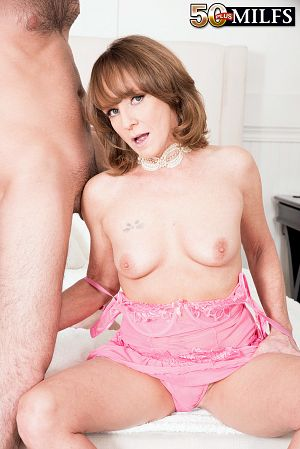 Cyndi Sinclair - XXX MILF photos
