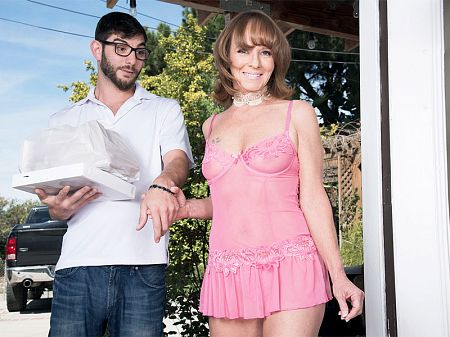 Cyndi Sinclair - XXX MILF video