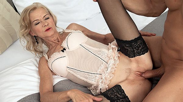 Beata's pussy is loud when it's getting fucked!