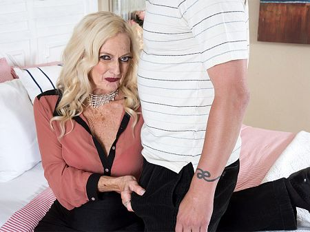 Layla Rose - XXX Granny video