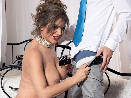 Andrea Grey - XXX MILF video