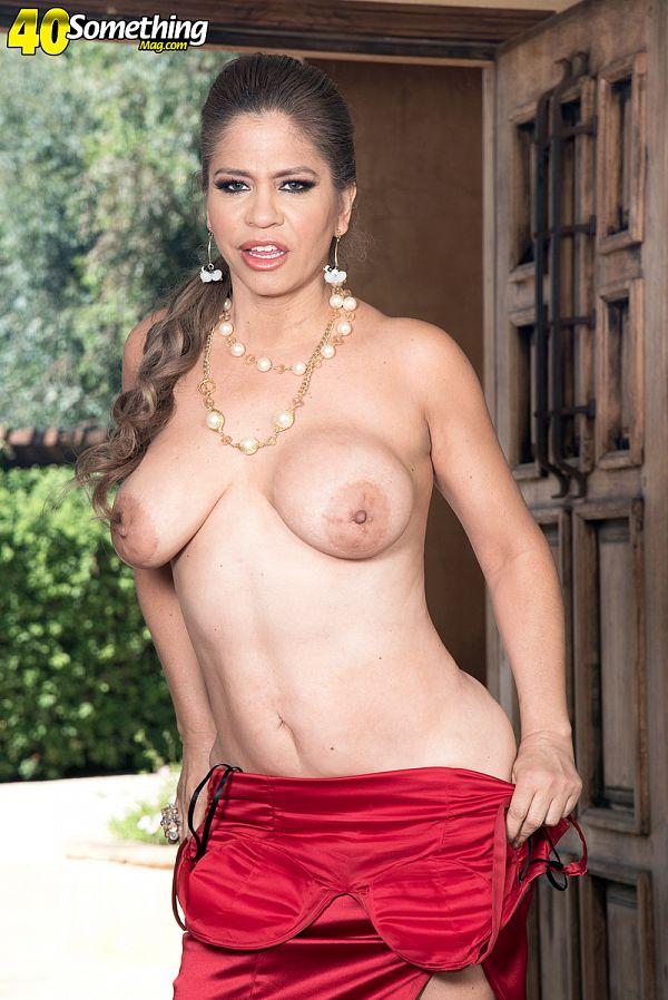 Meet Colombian MILF Andrea Grey