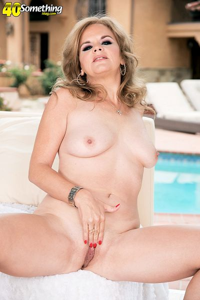 Micky Lynn - Solo MILF photos