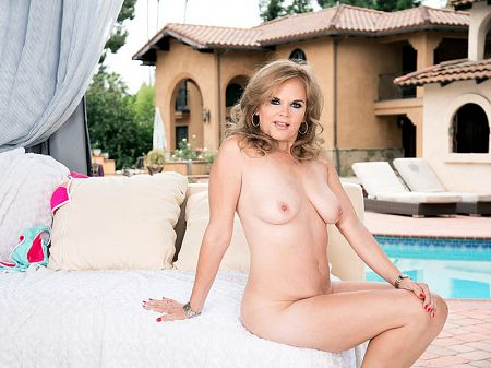 Micky Lynn - Solo MILF video