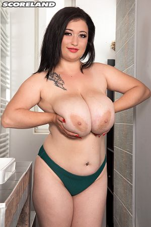 Amie Taylor - Solo Big Tits photos