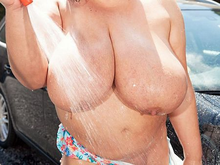Natascha Romanova The XL Girls Car Wash