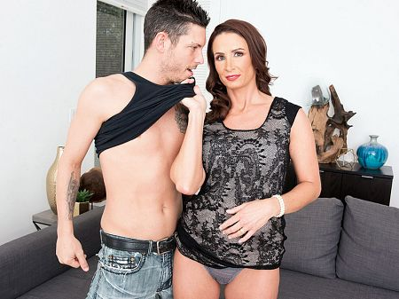 Eliza Kelay - XXX MILF video