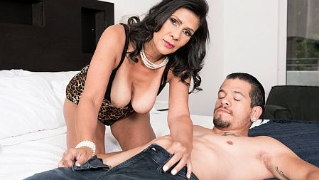 Mariah James - XXX MILF video