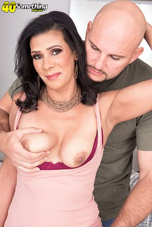 Mariah James - XXX MILF photos